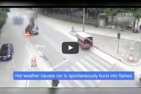 سيارة تشتعل بسبب ارتفاع درجة حرارة الجو … فيديو