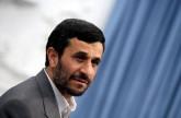 احمدي نجاد يدخل سباق الرئاسة بهجوم على روحاني