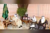 أمير عسير يناقش مع أسرة الزامل فرص الاستثمار في المنطقة