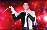 محمد عساف يرقص الدبكة التراثية على مسرح كورنيش الفجيرة