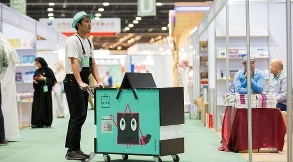 معرض أبوظبي الدولي للكتاب.. تطبيق أكياسي يحمل مشتريات الزوار
