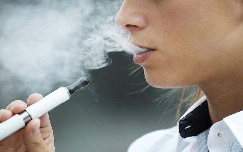 """5 ملايين بالغ تحولوا من التدخين الى """"تسخين التبغ"""" - دوت امارات"""