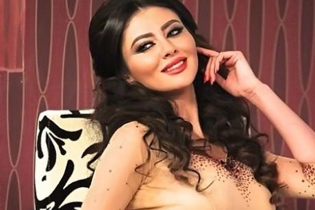 مريم حسين تعلم ابنتها الصلاة.. فيديو
