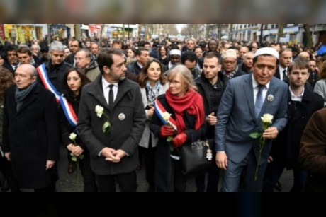 300 شخصية توقع بيانا يدين معاداة السامية الجديدة في فرنسا