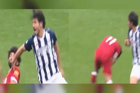 بالفيديو.. لاعب مصري يصفع محمد صلاح بعنف على وجهه