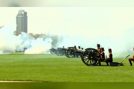 فيديو| لندن تحيي الملكة إليزابيث الثانية بالمدافع