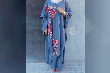 العبايات وأزياء المحجبات برسومات الورود الملونة