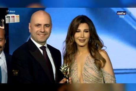 نانسي عجرم تفوز بجائزتين ورسالة عن الانتخابات النيابية