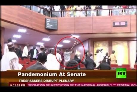 لصوص يتسللون إلى داخل برلمان نيجيريا ويسرقون صولجانا!
