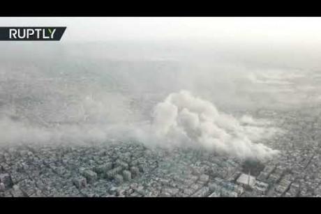 من مشهد علوي.. لحظة قصف الجيش السوري مواقع داعش في مخيم اليرموك