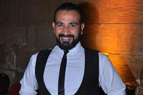 أحمد سعد يهنئ شيرين عبدالوهاب بزواجها من أمام الكعبة.. وهكذا ردت عليه