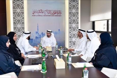 ولي عهد دبي يزور دائرة الموارد البشرية لحكومة دبي
