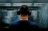 دراسة: الاستماع إلى الموسيقى في العمل قد يزيد إنتاجية العمال