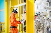 النفط عند أعلى مستوى منذ أواخر 2014 مع سعى السعودية إلى زيادة السعر