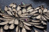 قوارب نهر بوريجانجا في بنغلاديش