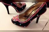 أحذية عصرية مطرزة بحبات الخرز الملونة