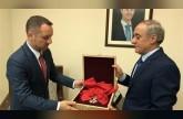 سوريا: الأسد يستبق باريس ويعيد وسام جوقة الشرف ويتهم فرنسا بالمراهقة السياسية والرعونة