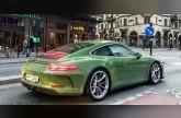 بورشة 911 GT3 Touring بلون أخضر زيتوني تثير العيون في السويد