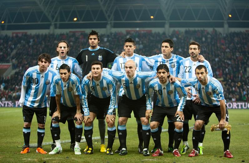اتحاد الكرة الأرجنتيني يوزع دليلاً لكيفية إغراء حسناوات روسيا - دوت امارات