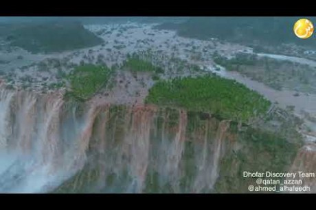 شاهد جمال الطبيعة.. شلالات دربات بعد الإعصار