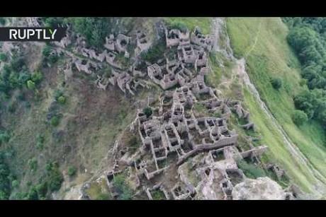 بلدة نسيها الزمن على رأس جبل في داغستان الروسية