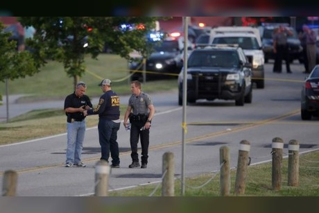 Armed bystanders kill shooter in US