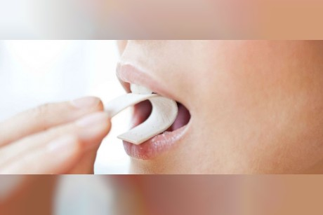 Chewing gum while walking may help you burn more calories, study finds