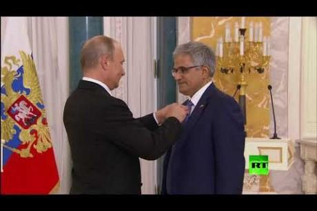 بوتين يقلد أوسمة الدولة لمستثمرين اثنين من البحرين والكويت