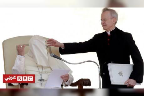 اختفاء وجه البابا ومنع الكعب العالي على السجادة الحمراء