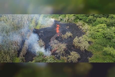 Noisy Hawaiian volcano lava fissure prompts more evacuations