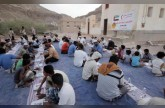 الهلال الأحمر الإماراتي يوزع وجبات إفطار صائم بمحافظة حضرموت اليمنية