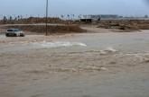 إعصار «مكونو» يقتل مواطنين عمانيين.. ويغير لون بحر العرب