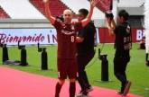 إنييستا يعد مشجعي ناديه الياباني بـ «غزو آسيا»