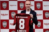 إنييستا يعد مشجعي ناديه الياباني بمجد آسيوي