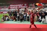 انييستا يعد مشجعي ناديه الياباني بمجد آسيوي