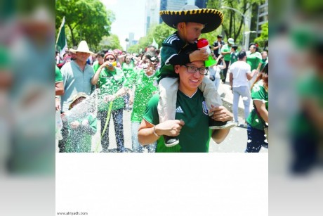 جماهير المكسيك تشعل أجواء المونديال