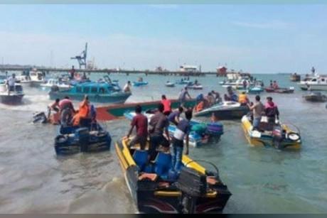 إندونيسيا: 180 مفقوداً نتيجة غرق عبارة في سومطرة