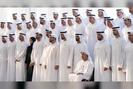 محمد بن زايد يستقبل الوفد المدني والعسكري الذي زار القوات الإماراتية المرابطة خارج الدولة