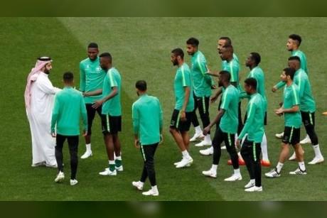بعثة المنتخب السعودي: عطل فني يصيب طائرة الفريق واللاعبون يتجهون إلى مقر إقامتهم