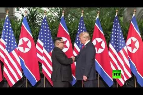 لحظة تاريخية.. مصافحة ترامب وكيم جونغ أون تطلق أول قمة أمريكية كورية الشمالية