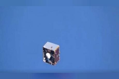 لقطات تحبس الأنفاس.. قمر اصطناعي يسبح في الفضاء الخارجي