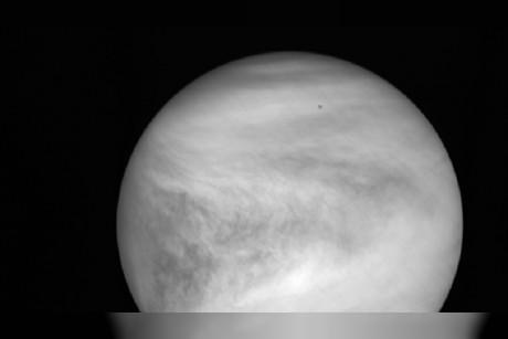 علماء الفلك يكتشفون لغز تقلب اليوم على كوكب الزهرة