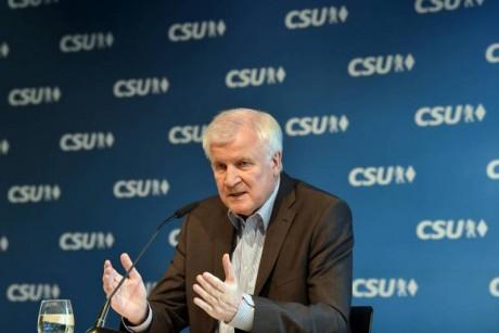 ألمانيا: وزير الداخليّة يهدّد... سنغلق الحدود أمام المهاجرين اعتبارا من تموز