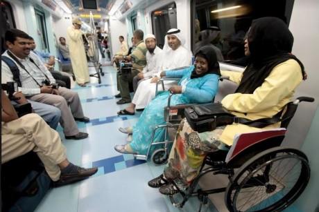 ركاب المترو في دبي يطالبون بزيادة مدة فتح ابوابه خلال الصعود والنزول