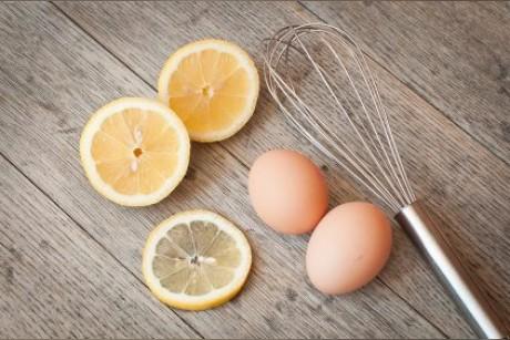 قناع بياض البيض لعلاج حب الشباب