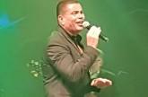 عمرو دياب يحيي حفلًا غنائيًا في روسيا بحضور نجله ودينا الشربيني.. شاهد