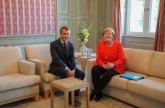 ميركل وماكرون يمهدان لحزمة إصلاحات أوروبية
