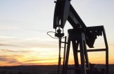 US crude inventories fall; oil prices rise