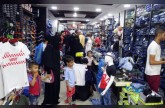 «الهلال» توزع كسوة العيد على أطفال التوحّد وأسر الشهداء في عدن والضالع