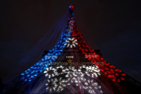 احتفالات صاخبة في باريس بفوز فرنسا بالمونديال